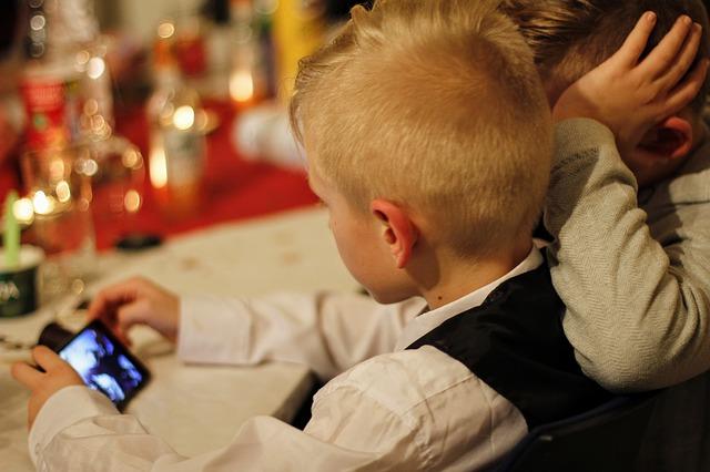 Smartphone-e-tablet:-effetti-positivi-e-negativi-della-tecnologia-sulla-mente-dei-bambini